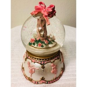 VINTAGE MUSICAL BALLET SLIPPERS WATER GLOBE 7""